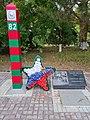 Памятный знак пограничникам на площади Ленина, Нижнегорск.jpg