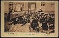 יהודים מתפללים בבית הכנסת בליל ט' באב (גלויה).jpg
