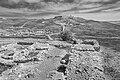 תל ערד - מבט מהעיר התחתונה לעבר המצודה.jpg