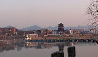 Jingdezhen - Image: 景德镇市昌江东岸