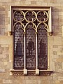 006 Casa Pascual i Pons, façana de la ronda de Sant Pere (Barcelona), finestral amb vitralls.jpg