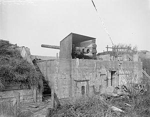 15 cm gun Kaiserin Battery Zeebrugge 23-10-1918 IWM Q 7149.jpg