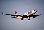 163ae - TAM Airbus A330-243, PT-MSE@ZRH,30.01.2002 - Flickr - Aero Icarus.jpg