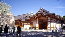 https://upload.wikimedia.org/wikipedia/commons/thumb/e/e1/180330_Nagoya_Cstl_Honmaru_Goten.jpg/220px-180330_Nagoya_Cstl_Honmaru_Goten.jpg