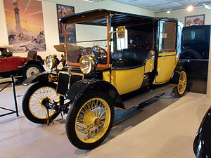 Lanchester Motor Company - Image: 1910 Lanchester 28 HP Landaulette p 4