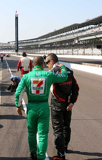 Tony Kanaan - Kanaan talking with his friend and teammate Dario Franchitti during qualifying for the 2007 Indianapolis 500