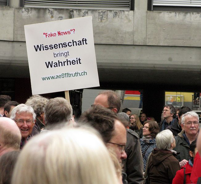 File:2017-04-22, March for Science in Freiburg, Plakat Wissenschaft bringt Wahrheit auf dem Platz der Weißen Rose.jpg
