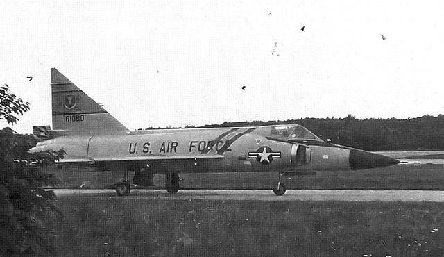 CONVAIR F-102A Delta Dagger Photo 185-F