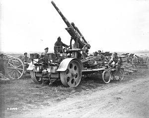 8.8 cm Flak 18/36/37/41 - World War I Commonwealth troops with a captured, German 88 mm Flak 16 anti-aircraft cannon, August 1918