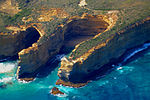 A191, Port Campbell National Park, Australia, cove from helicopter, 2007.JPG