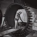 A WORKER AT A BRICK MANUFACTURING FACTORY IN TEL AVIV. תעשייה. בצילום, פועל במפעל לייצור לבני בנייה בתל אביב.D834-043.jpg