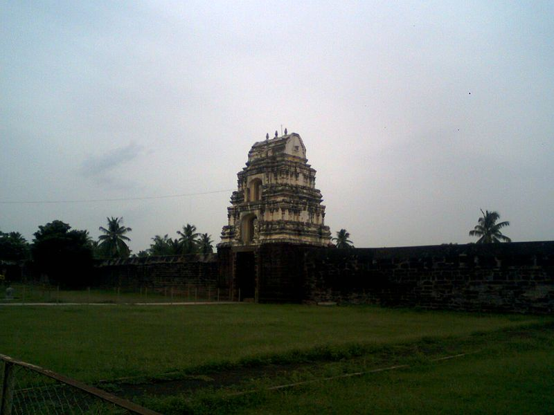 File:A view of west Gopuram at Draksharamam.jpg
