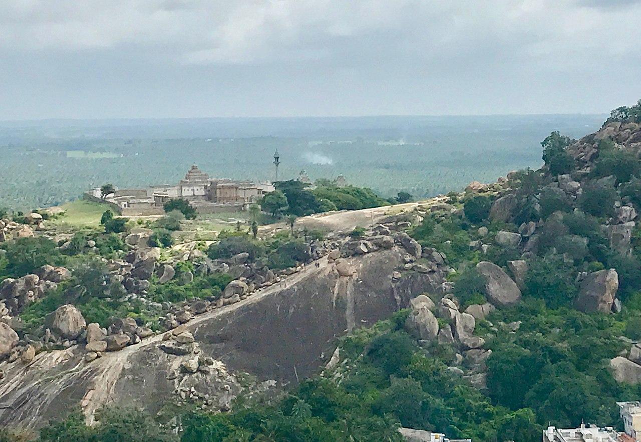Aerial view of Chandragiri site and Chandragupta Maurya memorial, Shravanabelagola Karnataka.jpg