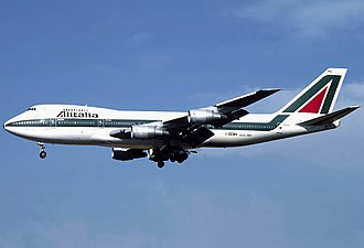 Most 747-200s had ten windows per side on the upper deck Alitalia Boeing 747-243B I-DEMV Bidini.jpg