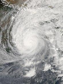 Image satellite d'Amphan montrant ses bandes de pluie incurvées