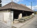 Ancienne fontaine-lavoir couverte à Roche-lès-Clerval.jpg