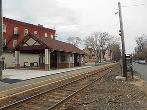 Anderson Street station - Anderson Street station in April 2014, after completion of the new shelter that replaced the old 1869 station depot.