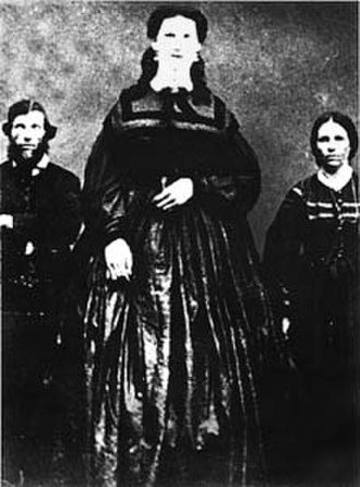 Giantess - Giantess Anna Haining Bates (née Swan) with her parents
