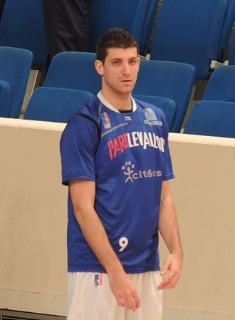 Antoine Diot - Diot warming-up with Paris-Levallois Basket in 2012