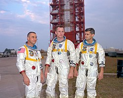 L'équipage (photo du 17 janvier 1967) : Virgil Grissom, Edward White et Roger Chaffee