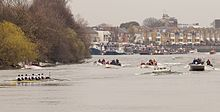 Approaching the Bandstand – Boat Race 2011.jpg