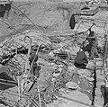 Arbeiders bezig met het ontmantelen van bunkerwerken, Bestanddeelnr 900-5158.jpg