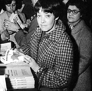 María Elena Walsh - Walsh signing copies of her books, 1962.