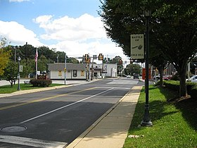 Jenkintown Road in Ardsley, looking southeast to the SEPTA crossing and two Edge Hill Road traffic signals. Several Battle of Edge Hill signs line the road.