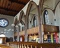 Arkadenreihe mit Empore, Leonhardskirche Stuttgart.jpg