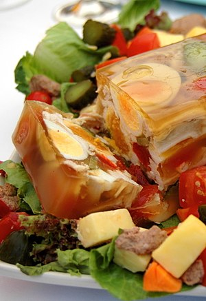 Aspic - An aspic with chicken and eggs.