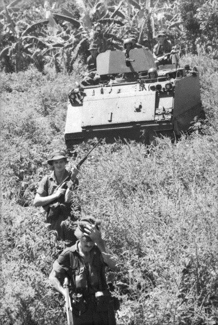 Australian soldiers during Operation Enoggera (AWM CUN660503VN)