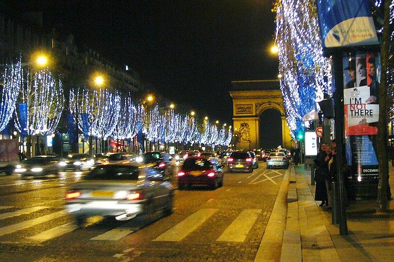 Paris iluminada em dezembro