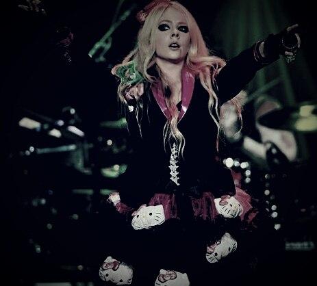 Avril Lavigne - Hello Kitty (Live at Casino Rama)