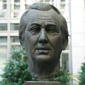 Axel Springer - Bronze sculpture of Springer at the court yard of the Hamburger Abendblatt