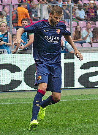 Gerard Piqué - Piqué warming up for Barcelona in August 2014 before the fixture against Napoli.