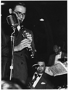 Description de l'image  Benny Goodman with Sid Catlett (William P. Gottlieb).jpg.