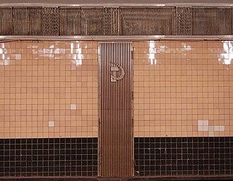 Beresteiska (Kiev Metro) - Image: Beresteyska metro station Kiev 2010 04