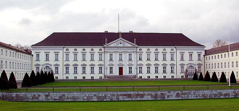 File:Berlin-Schloss Bellevue-Frontalansicht.jpg