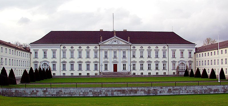 Archivo: Berlin-Schloss Bellevue-Frontalansicht.jpg