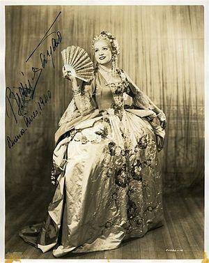 Bidu Sayão - Bidu Sayão as Manon (Massenet), in the season of 1940 of the Teatro Colón in Buenos Aires.