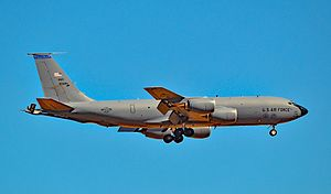 Boeing KC-135 80089 6th Air Mobility Wing - 927th Air Refueling Wing (28202269080).jpg