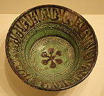 Bowl with calligraphy and a blazon, Egypt, Mamluk period, 14th century, earthenware with carved and painted slip design under yellow and green glazes - Cincinnati Art Museum - DSC04139.JPG