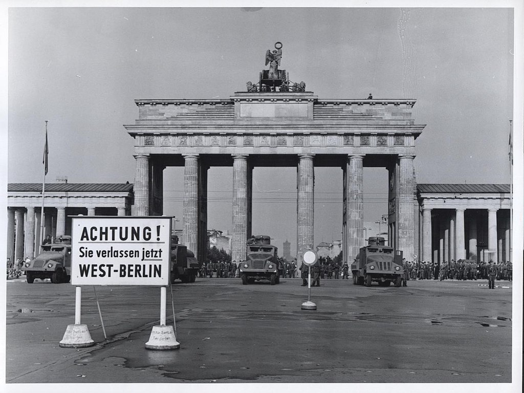 1024px-Brandenburg_Gate_-_Flickr_-_The_Central_Intelligence_Agency_%281%29.jpg