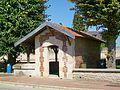 Brasseuse (60), place Viat-Bierry, lavoir donné à la commune par M. et Mme Viat en 1884.jpg
