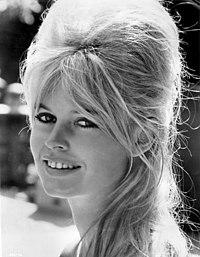 Brigitte Bardot - 1962.jpg