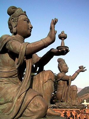 Büyük Budayı öven Budist Heykeller.