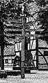 Buldern, Wegweiser auf dem Dorfplatz -- 2013 -- 00397 (bw).jpg