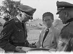 Bundesarchiv Bild 101III-Alber-174-14A, Heinrich Himmler mit Gertrud Scholtz-Klink.jpg