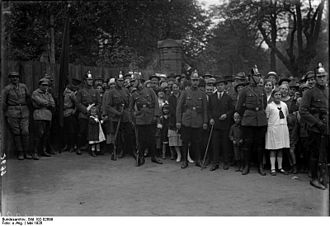 Sicherheitspolizei (Weimar Republic) - Image: Bundesarchiv Bild 102 02699, Berlin, Rot Front Kämpfer Tag