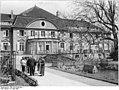 Bundesarchiv Bild 183-55289-0001, Bahrendorf, Schloss als Krankenhaus.jpg